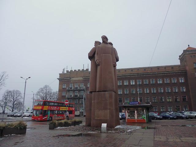 Monumento a los Fusileros Letones (Riga) (@mibaulviajero)