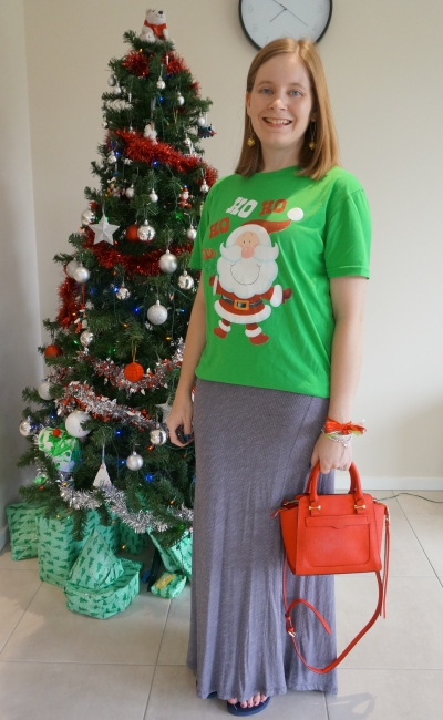 casual Christmas eve outfit glitter santa novelty tee with maxi skirt red bag and gold bauble earrings | awayfromblue