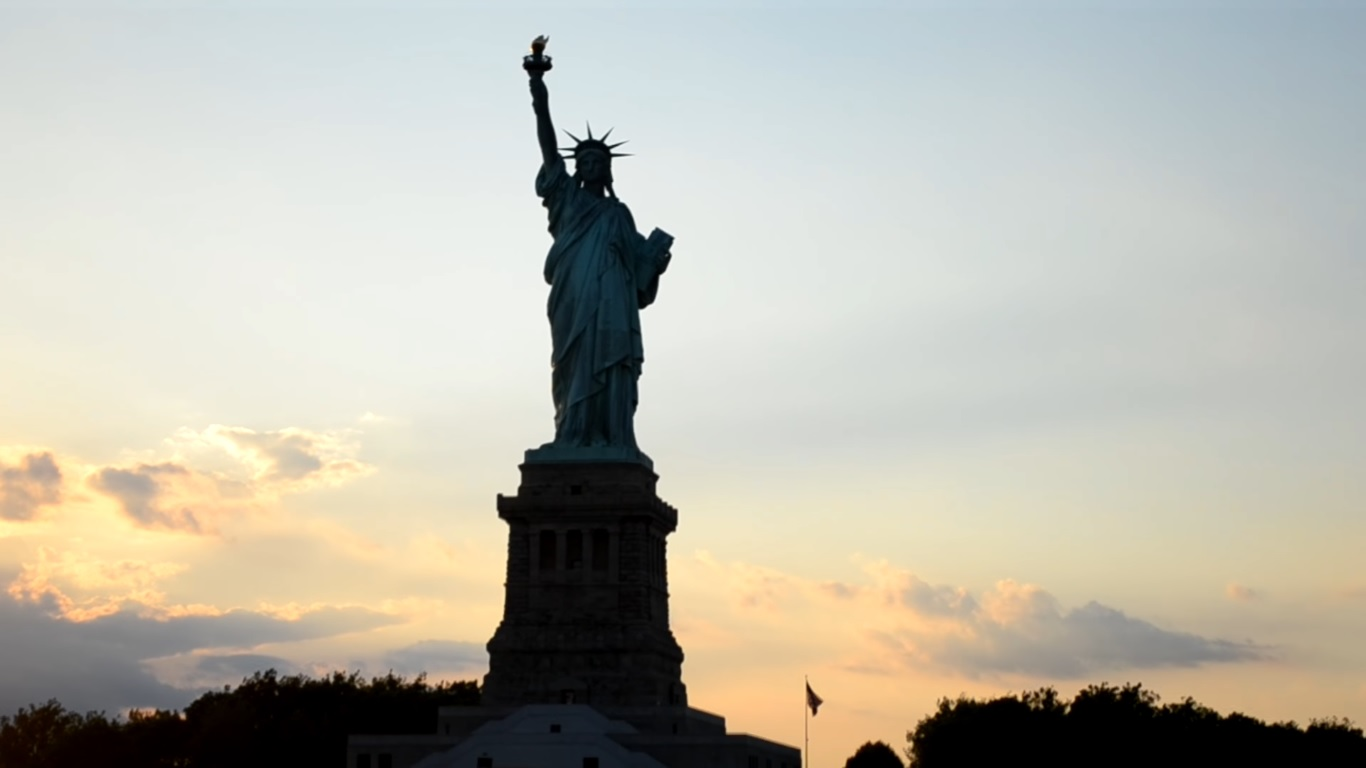 Назад в прошлое: вплавь к Статуе Свободы
