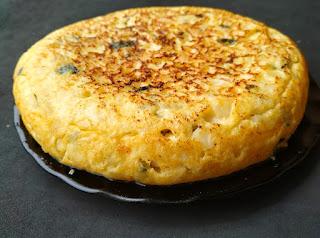 Tortilla de patatas con bacalao y calabacín
