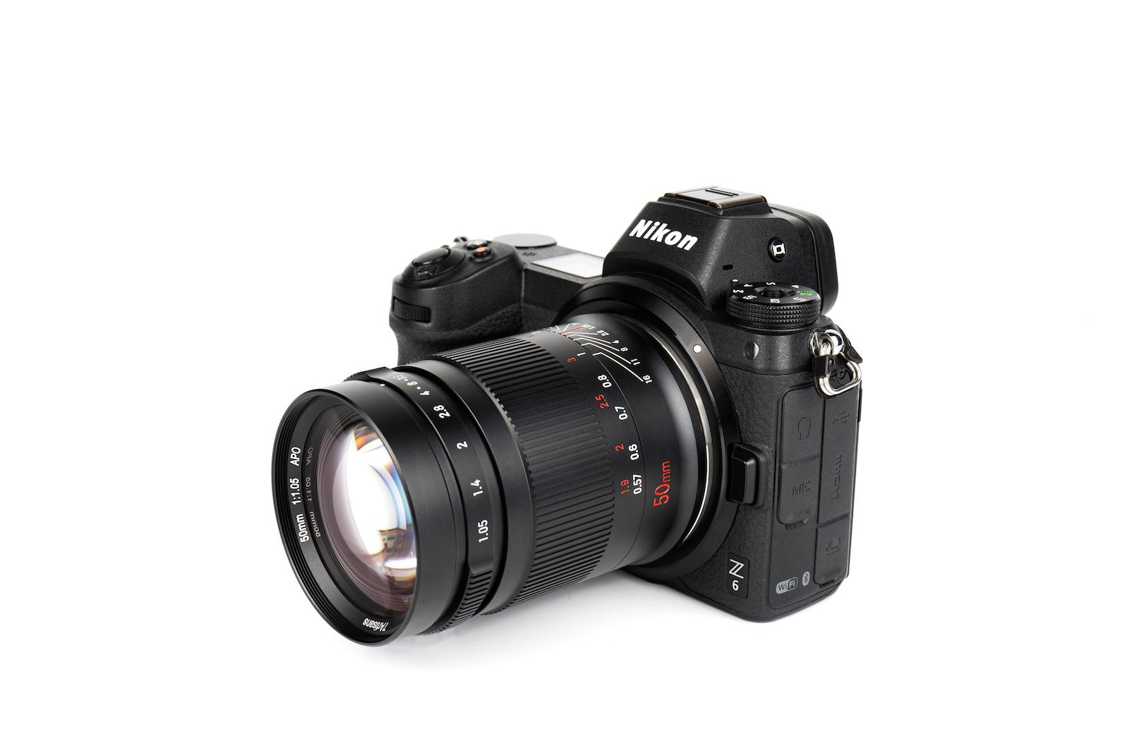 7Artisans 50mm f/1.05 с камерой Nikon