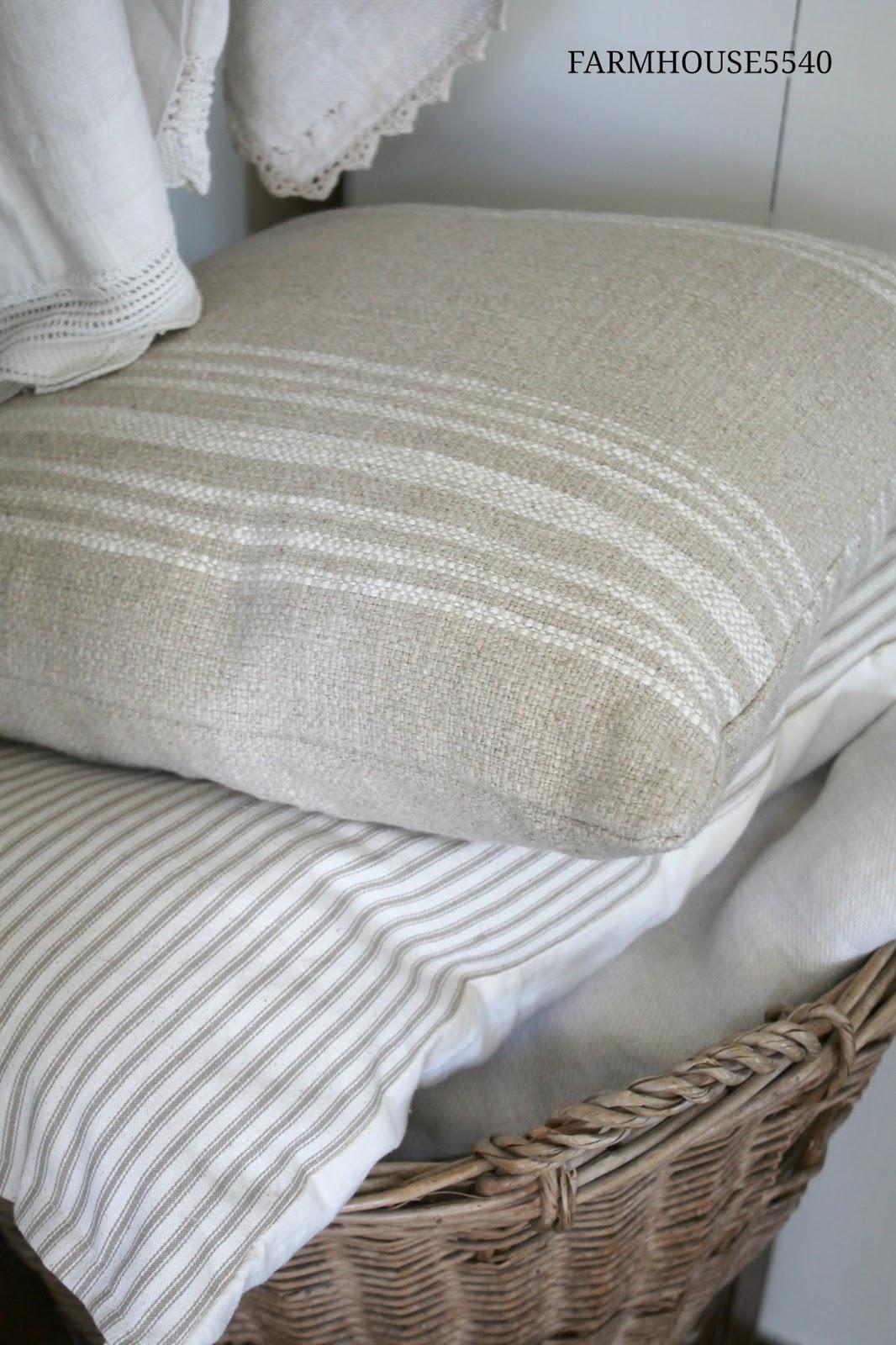 Farmhouse 5540 Weekly Inspiration Pillows