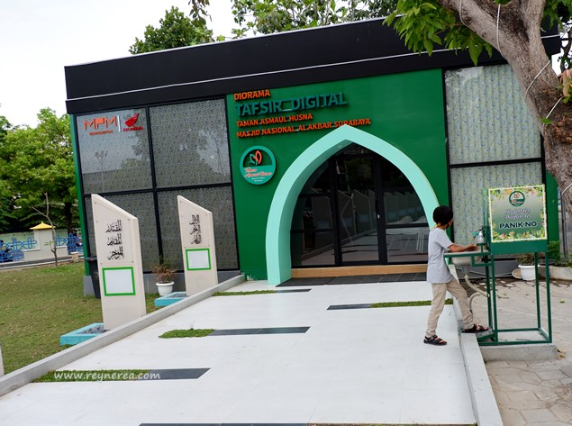 taman dekat masjid al akbar surabaya