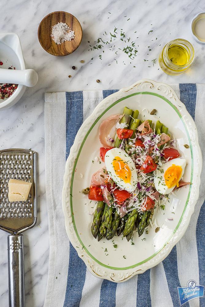 Sałatka ze szparagami i serem przepis