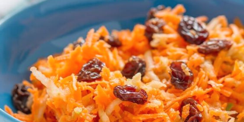 Best Grated carrot and apple salad Recipe