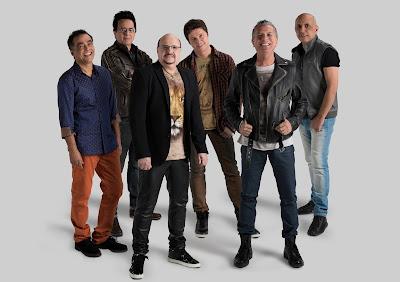 Esta será a primeira apresentação da banda após a morte do cantor Paulinho (de blazer preto). Crédito: Divulgação/Facebook