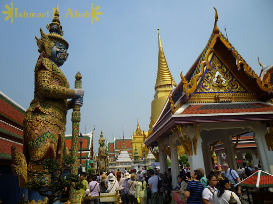 Crowd in Bangkok Grand Palace
