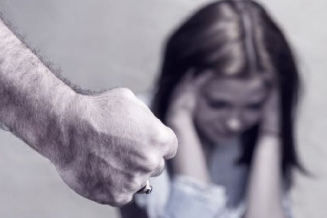 52-year old Albanian father beats his daughter because didn't like what her Greek boyfriend wrote