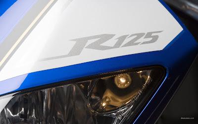 Yamaha YZF R125 Headlight image
