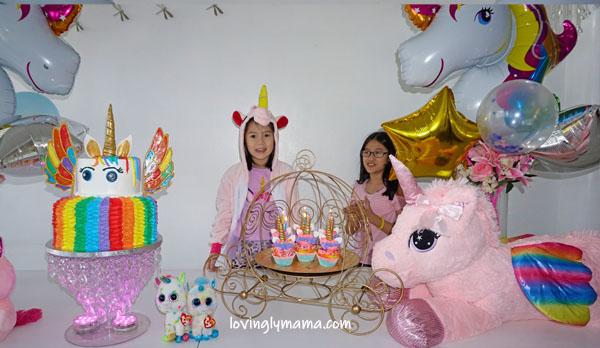 unicorn girl - unicorn onesies- unicorn cake - rainbow unicorn cake - unicorn cupcakes - 6th birthday pictorial - Bacolod Cupcake Cafe - unicorn foil balloons - Bacolod mommy blogger - birthday party - birthday song
