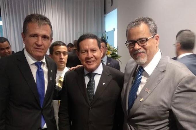 Prefeito de Jacobina, Luciano da Locar participa de palestra com Mourão sobre economia