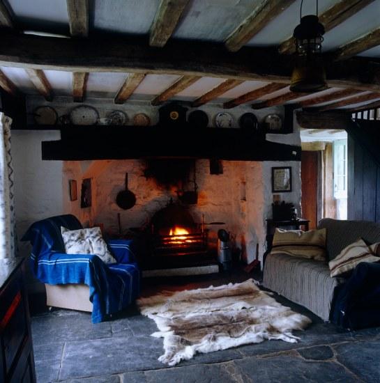 Farmhouse Sitting Room: Moon To Moon: Renovated Farmhouse, Wales