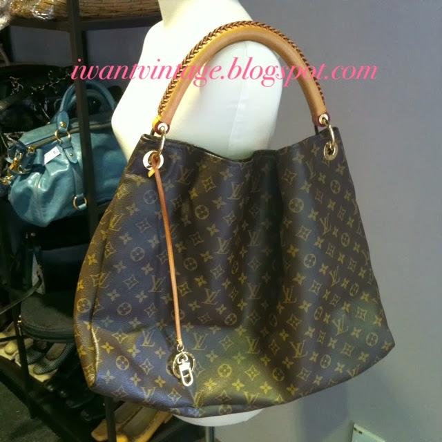 c69b3c84ffa Louis Vuitton Artsy GM