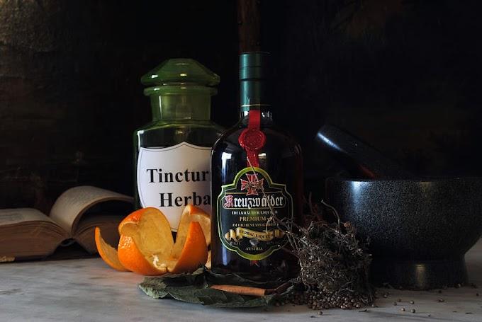 bar termonolgy impotant liqueurs for cocktail and mocktail prepration used bartender should khow