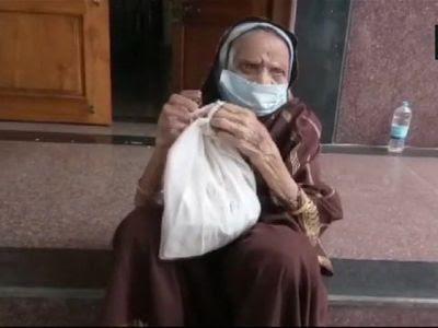 ১১০ বছরের বৃদ্ধা হারিয়ে দিলেন করোনা ভাইরাসকে