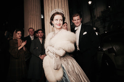Claire Foy and Matt Smith in The Crown (01)