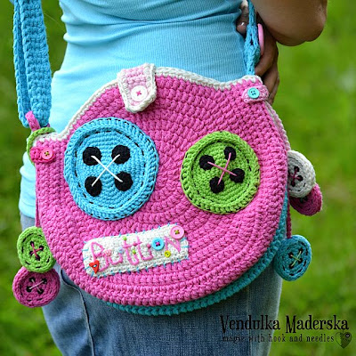 crochet buttoned bag pattern by Vendulka