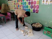 Kreatifas Bapak Regan Subiyanto Membuat APE Anak Dari Kayu Bekas