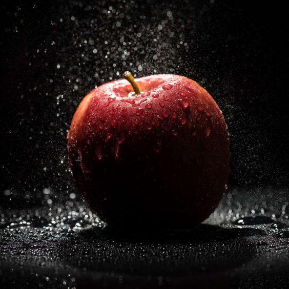 Gambar buah apel hitam putih