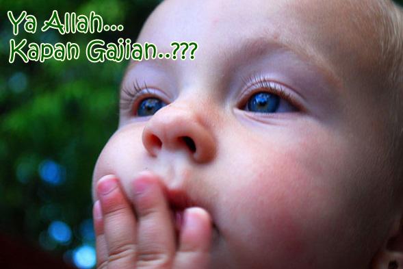 gambar anak kecil sedang gigit jari