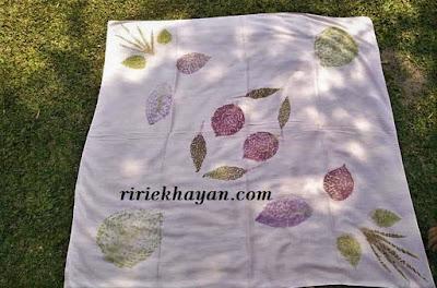 Cara-Mudah-Membuat-Berbagai-jenis-Kain-Batik-Motif-Ecoprint-Yang-unik-dan-elegan-ririekhayan.com