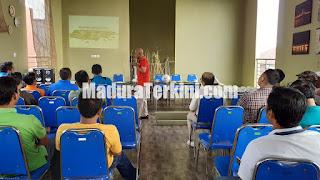 Sarasehan membangun sepakbola madura di Semilir Hotel dan Resto, Jalan Syamsul Arifin, Sampang