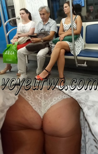Upskirts 3786-3805 (Secretly taking an upskirt video of beautiful women on escalator)