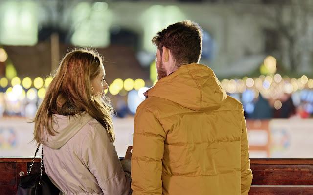 https://pixabay.com/pt/photos/casal-jovem-pessoas-menino-menina-4697055/