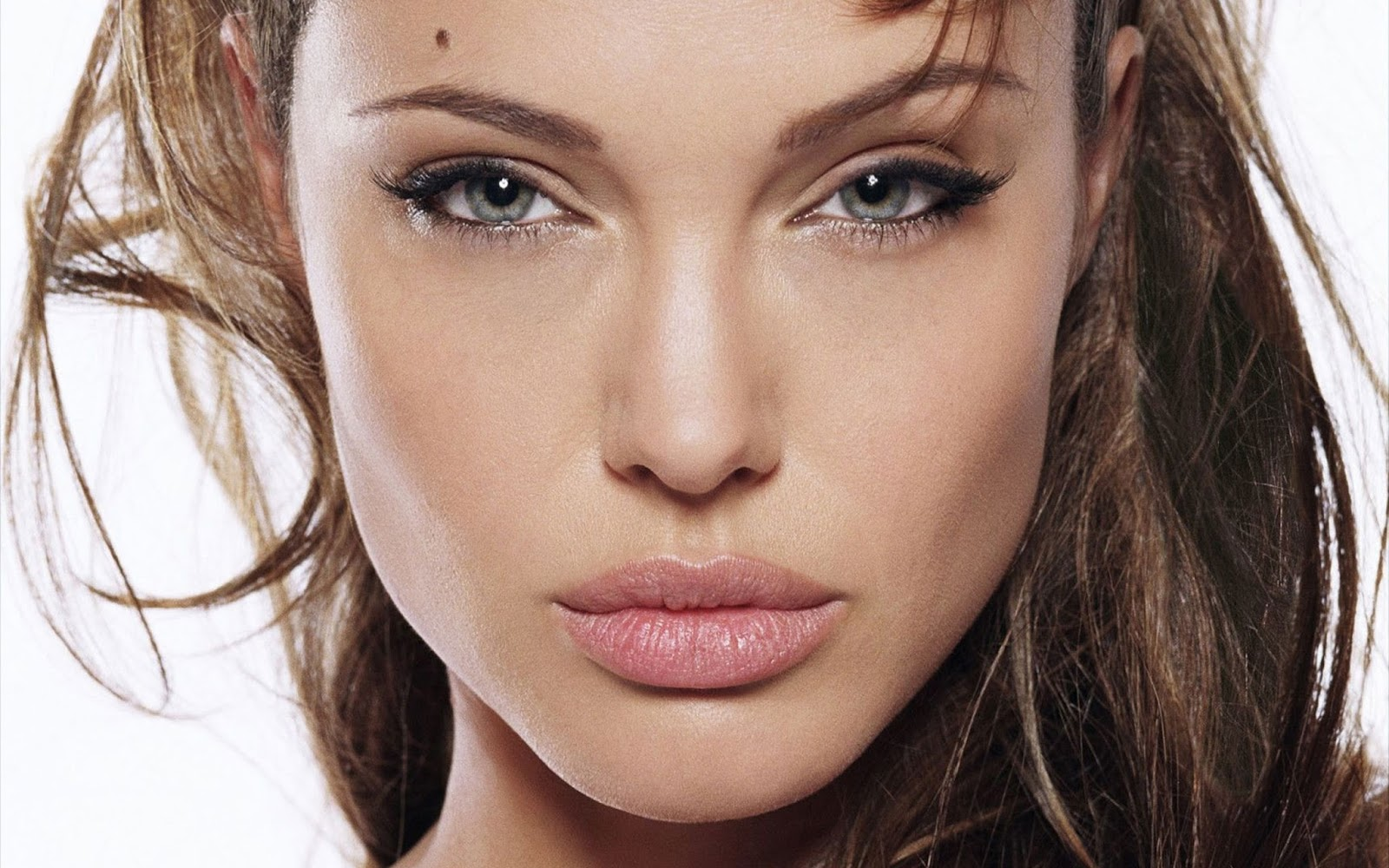 Angelina Jolie in Pink lips- Hot actress bold pics sexy images of hollywood seducing celebrity