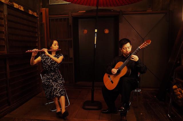 八王子音楽祭2018 ajirochayaにて演奏する谷田圭菜好、五十嵐紅