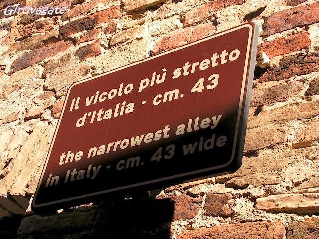 Ripatransone vicolo più stretto Italia