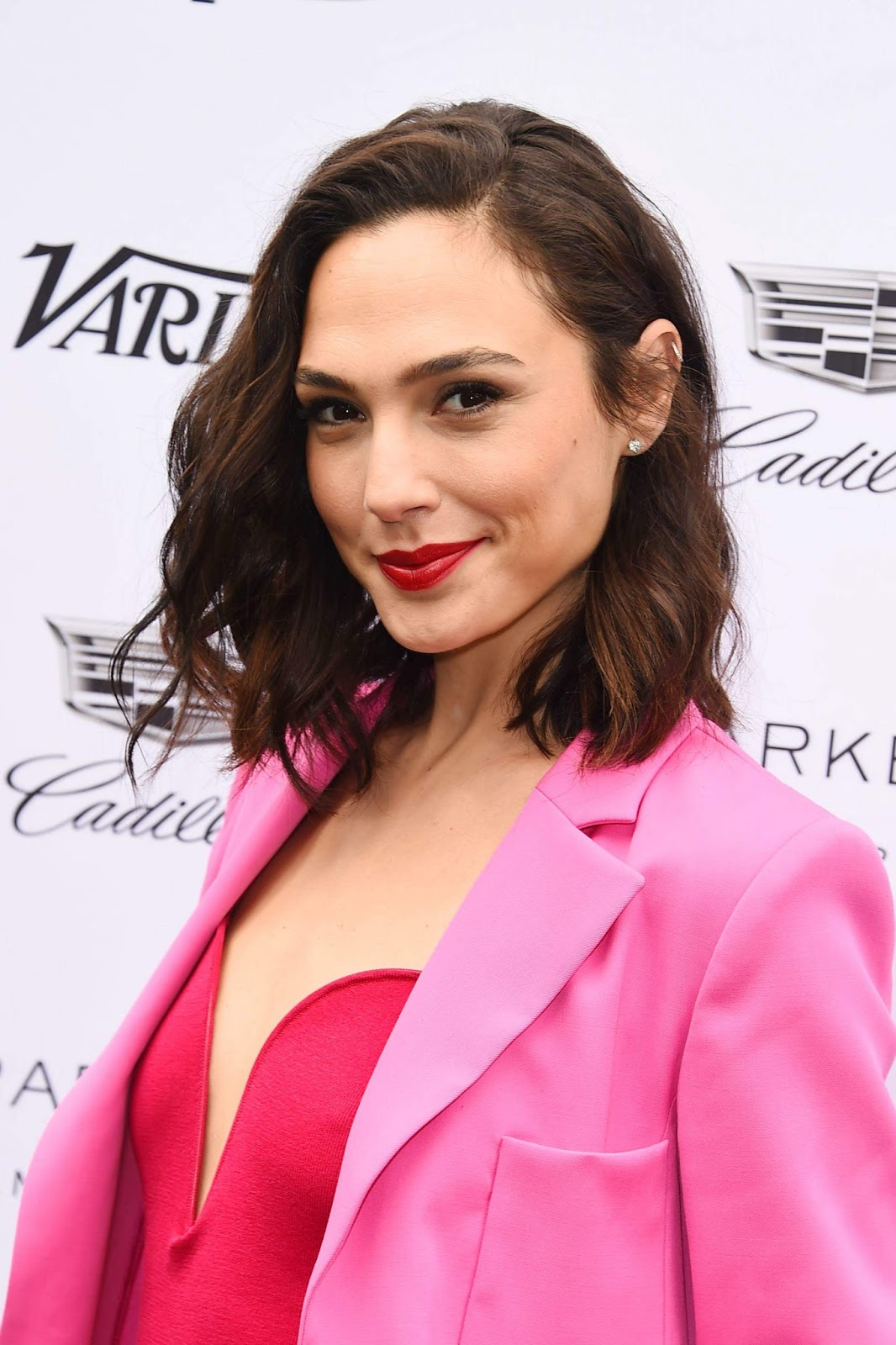 Gal Gadot Looks So sexy at Variety's Creative Impact Awards