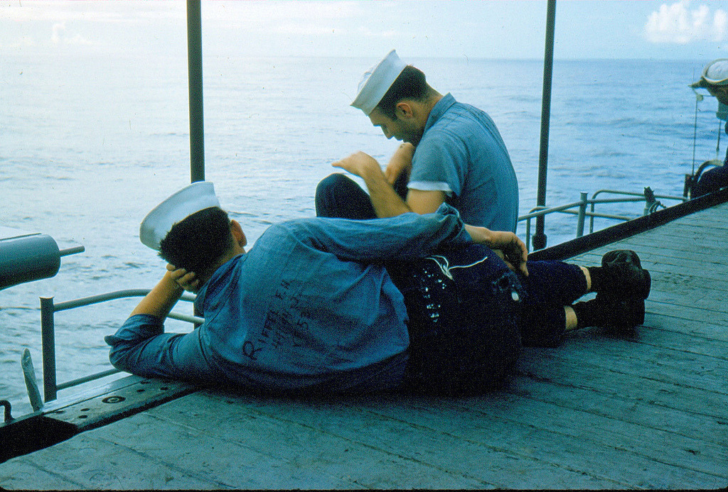 sexo entre hombres en la marina