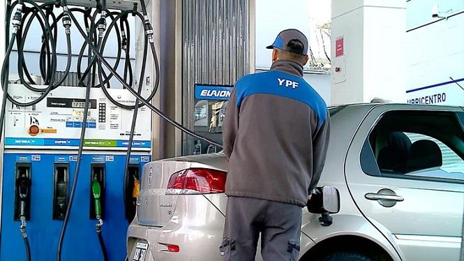 YPF vuelve a subir el precio de la nafta en mayo