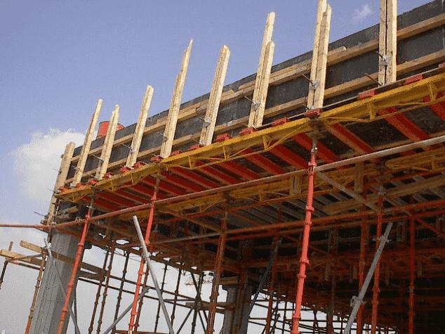 تنفيذ الدواير الخارجية للأسقف والكمرات باستخدام أعمال الشدة الخشبية مع التقوية باستخدام الزراجين الإفرنجية