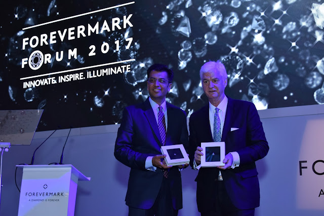 Sachin Jain Stephen Lussier holding the exceptional diamond at the Forevermark Forum 2017