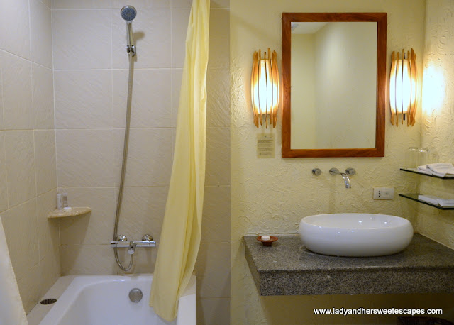 Bluewater Maribago bathroom