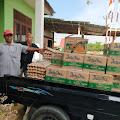 Peduli Dampak Corona, Datok Kampung Seunebok Dalam Mesjid Membagikan Sembako Gratis Kepada Warganya