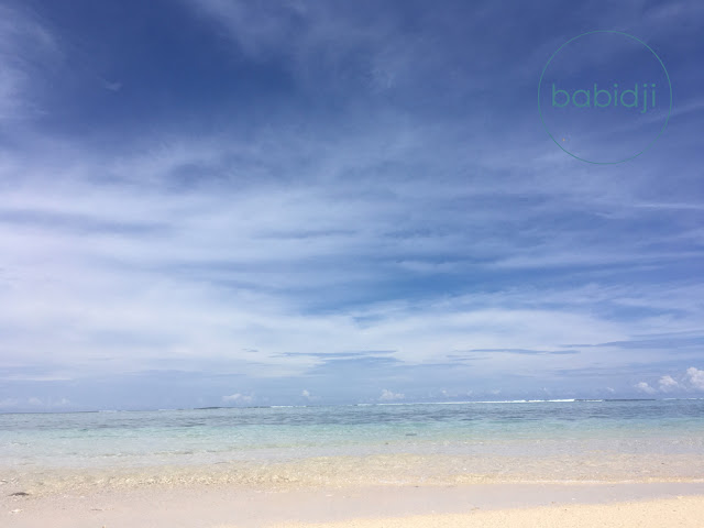 vue sur l'océan indien turquoise depuis la plage du morne à l'ïle Maurice