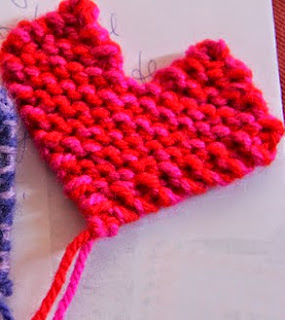 http://translate.googleusercontent.com/translate_c?depth=1&hl=es&rurl=translate.google.es&sl=nl&tl=es&u=http://homemadeatmyplace.blogspot.com.es/2012/07/make-it-knitted-little-heart.html&usg=ALkJrhiSQ67XI1prSif3t4UKiAFATZ7R1w#links