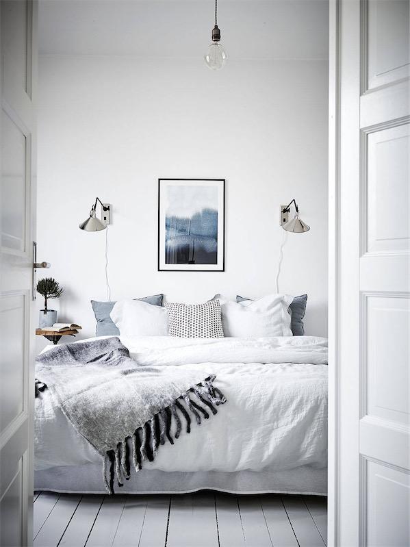 dormitorio decorado en estilo nordicao con sabanas de algodon rustico chicanddeco