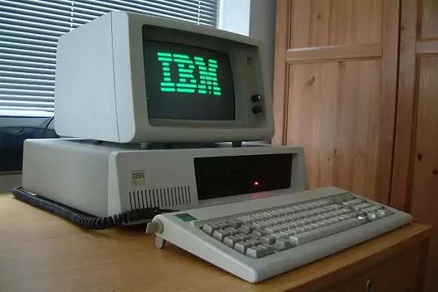 Komputer Generasi Keempat IBM px xt color