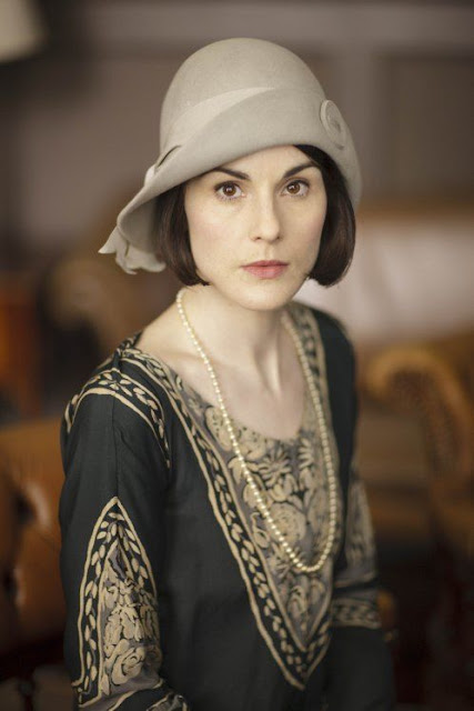 woman in a 1920s style cloche
