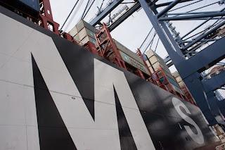 Penampakan samping kapal kargo MSC Oscar - berbagaireviews.com