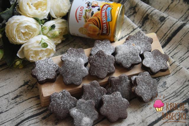 Kakaowe ciasteczka budyniowe z masą krówkową