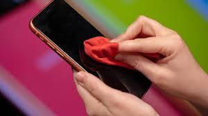 cara ampuh membersihkan layar android tergores