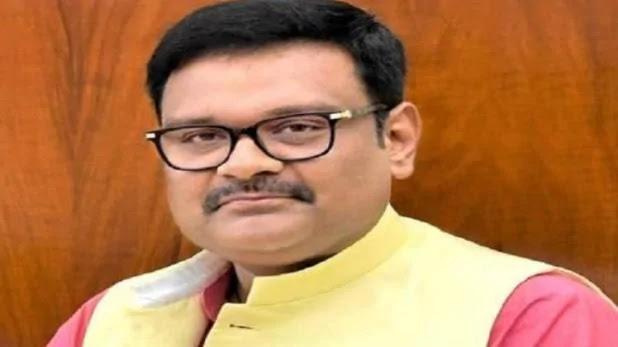 तहसीलदार का आरोप, BJP सांसद सुब्रत पाठक ने समर्थकों संग घर में घुसकर पीटा