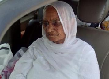 राम रहीम से मिलने जेल पहुंची मां, 50 मिनट की मुलाकात में कई बार रोए दोनों