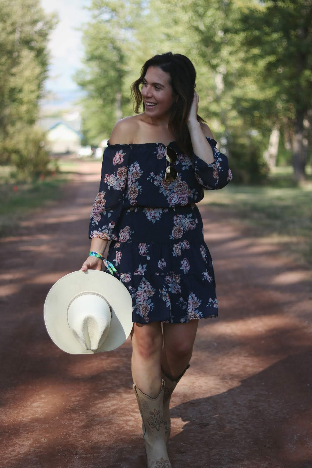 le chateau flower dress outfit Cowboy boots outfit country music festival