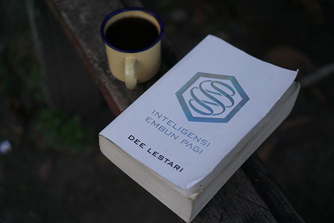 Novel Supernova - Intelegensi Embun Pagi karya Dee Lestari